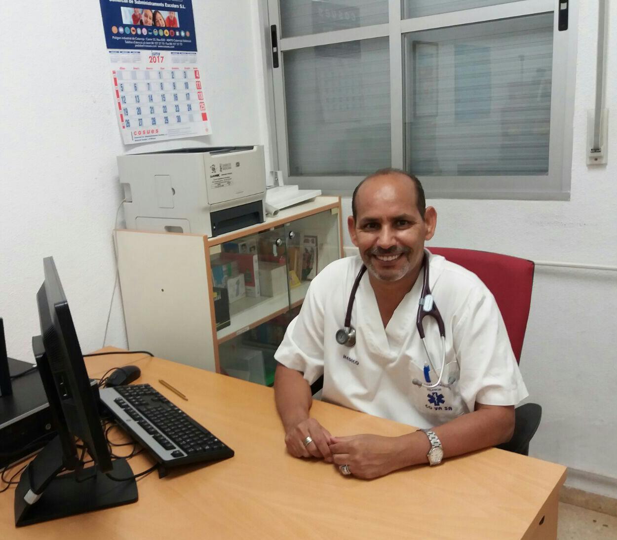 Photo of الدكتور محمد محمد محمود لموقع الرابطة: درست الطب العام ثم الجراحة الباطنية، أشتغل حالياً في قسم الطوارئ.