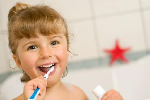 Photo of دراسة : تنظيف الأسنان بالفرشاة والمعجون يساعد على الوقاية من فيروس كورونا.